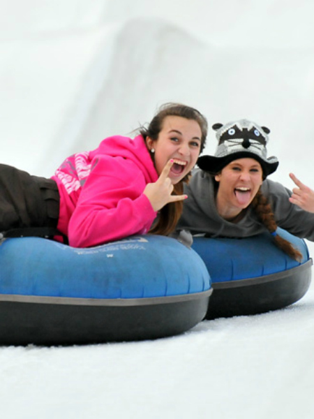 snow-tubing-friends